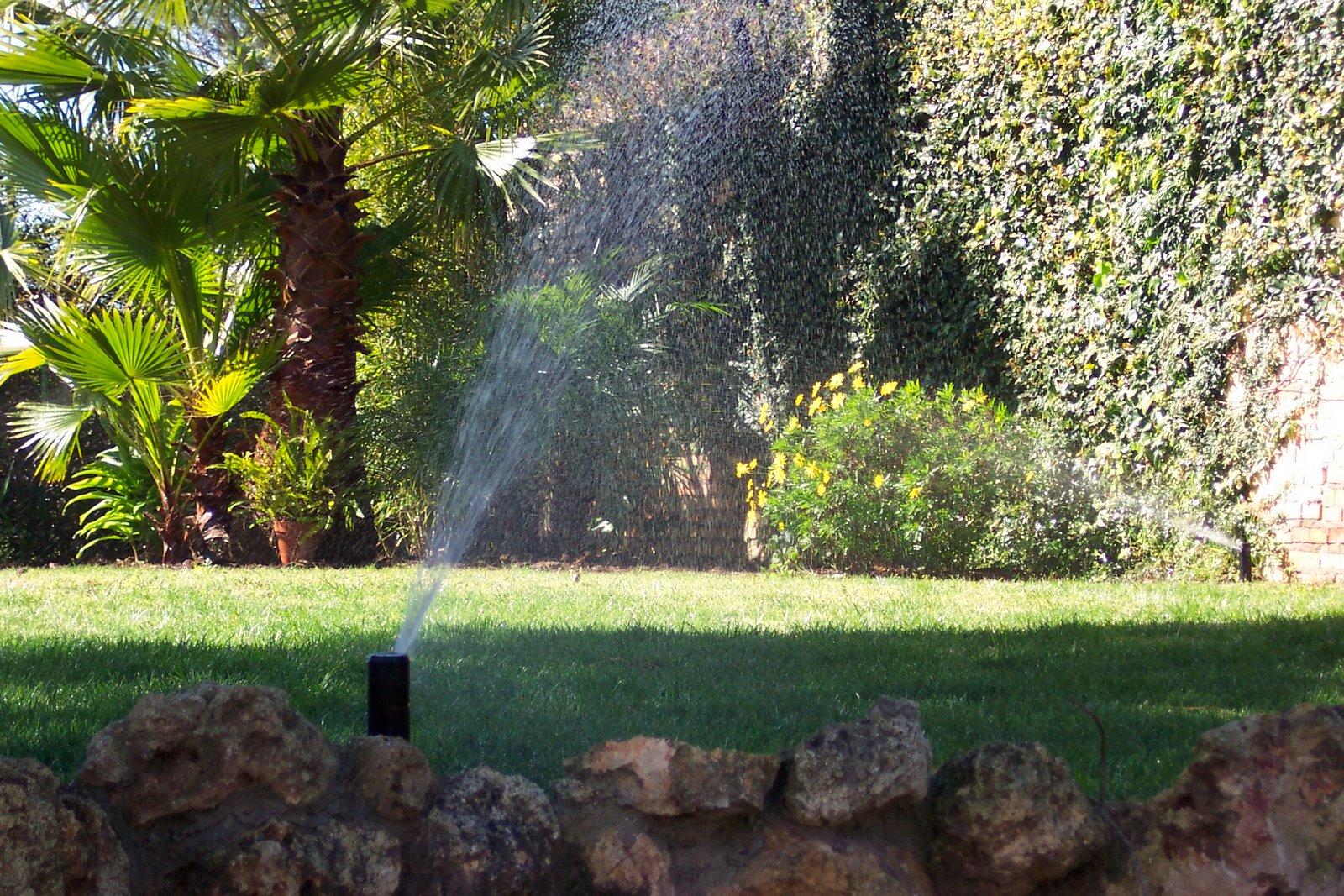 Sistemas de riego jardines y zonas verdes en huelva for Jardineria huelva